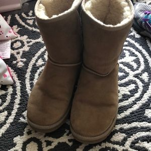Woman's ugg short boots